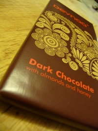 Devnaa Dark Chocolate with Almonds & Honey - Review